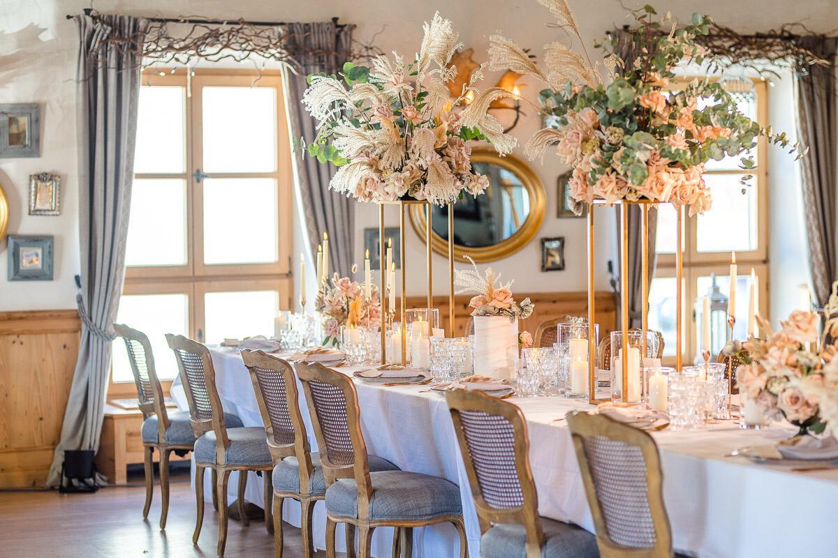 Hochzeitstafel Gut Kaltenbrunn angerichtet von Moments by Diane
